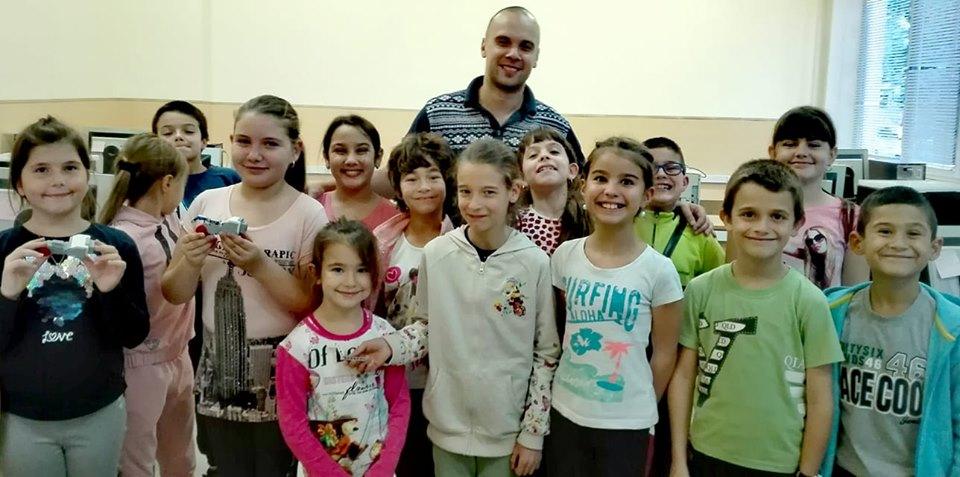 """200+ деца се обучават на """"Lego роботика"""" в Плевен"""